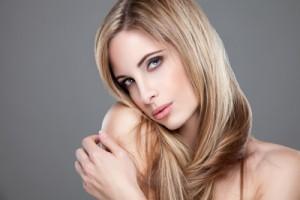 Kosmetik Haare Beauty Haarfasern durch die Blondierung